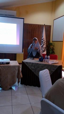 Ustadzah Dwi Eka Desrina Purwanti, AM.K.L (Praktisi Kesehatan)