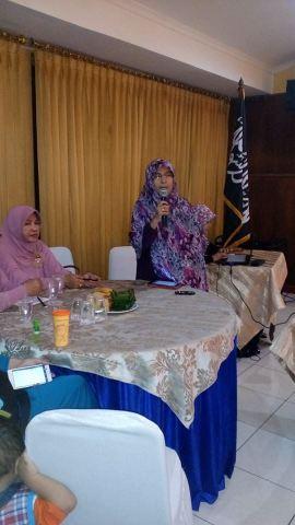 Ustadzah Ir. Ummu Azkia Fachrina, M.A (Aktivis MHTI DPD II Kota Bekasi)