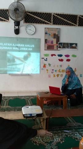 Nara Sumber: Ustadzah Endah K. Arifah, S.T, MEI (Aktivis MHTI DPD II HTI Kota Bekasi) Tema: Khilafah, Ajaran Ahlus Sunnah wal Jama'ah