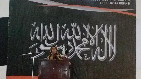 Acara Puncak Liqo Syawal Ustadzah Ir. Ummu Azkia Fachrina, M.A Aktivis MHTI DPD II HTI Bekasi Kota